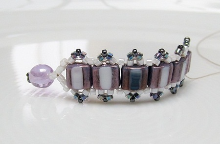 Skinny bracelet, a touch of Art Deco