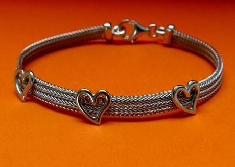 Image de «Coeur de chevrons» bracelet entièrement en argent sterling italien, chevrons plats ornés de cœurs polis