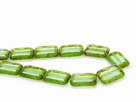 Image de 12x8 mm, perles rectangulaires plates tchèques, vert péridot pâle, transparent, picasso