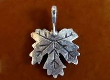 Picture of 16x22 mm, palmately silver maple leaf, pendant-charms, Zamak, silver-plated