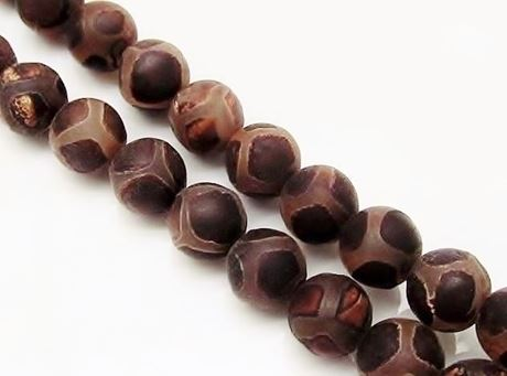 Picture of 10x10 mm, round, gemstone beads, agate, Tibetan style, deep brown on white, frosted