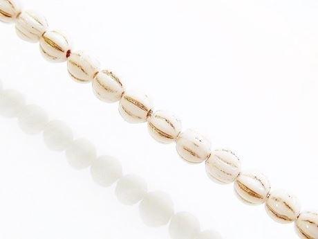 Image de 4x4 mm, forme de melon, perles de verre pressé tchèque, blanc craie, opaque, incrustration dorée