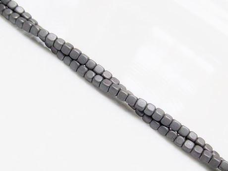 Image de 2x2 mm, perles cubes, pierres gemmes, hématite, dépolie