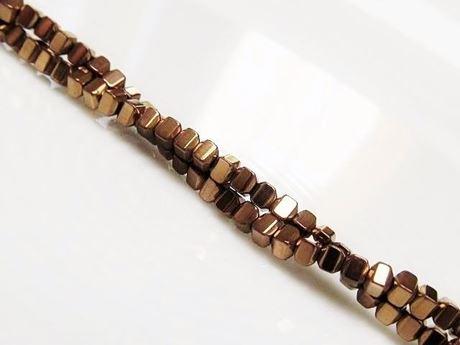 Image de 2x2 mm, perles cubes bombés, pierres gemmes, hématite, métallisée brun rouge