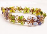 Image pour la catégorie Perles de verre pressé tchèque - fleurs, melons et feuilles