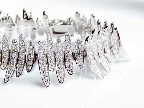 """Afbeelding van """"Golvende Elliptische bladeren"""", een brede armband in sterling zilver voor een prachtige moderne uitstraling"""